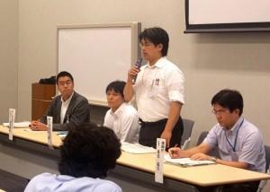 「住民の意向を聞く」とした原子力災害対策本部の松本氏(右から2番目)。(撮影/阪上武)