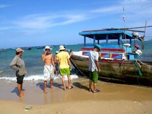 ベトナム・ニントゥアン第二原発建設予定地に暮らす漁民たち。(撮影/満田夏花)