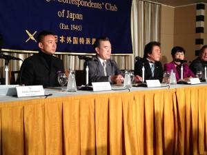 日本外国特派員協会で会見に臨む(左から)山本太郎、主濱了、仁比聡平、福島みずほの各参議院議員=14日。(撮影/片岡伸行)