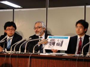 東京高裁が再鑑定を行なう決定をしたことを公表する八木氏の弁護団。(撮影/片岡健)