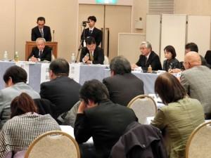 甲状腺がんと被曝の問題を議論。正面・席上左から鈴木教授、津田教授。(撮影/藍原寛子)