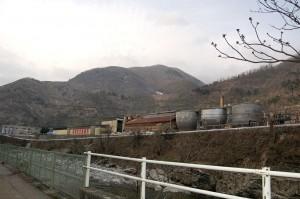 岐阜県の三井金属鉱業(現、神岡鉱業)工場付近。植生が完全に回復しない。(撮影/まさのあつこ)