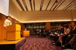主催者の一人として壇上に立つ安倍昭恵氏(左)=10月31日。(撮影/横田一)