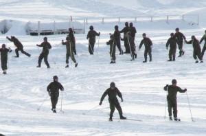 陸上自衛隊真駒内駐屯地(札幌市)でのスキーの光景。訓練中の急死が多発している。(撮影/三宅勝久)