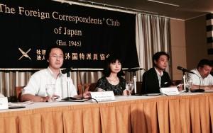 日本外国特派員協会での会見に臨む(左から)三井、中野、高橋の各氏。(撮影/渡辺仁)