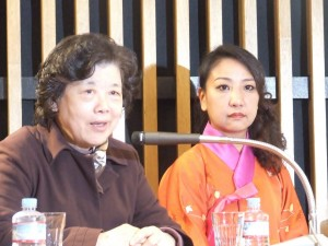 運建立さん(左)と李信恵さん。(写真/宮本有紀)