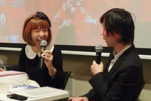 トークショーでのろくでなし子さん(左)とアライ=ヒロユキさん。(写真/本誌取材班)