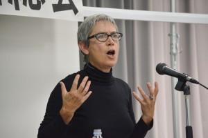 1月24日、設立総会・記念講演で発言したジェーン・ケルシー教授。(撮影/横田一)