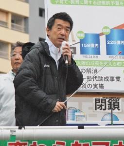 告示の4月3日午後、府議、市議の応援演説をする橋下徹大阪市長。(大阪市此花区、撮影/粟野仁雄)