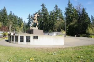 少女像は、セントラル・パークの、朝鮮戦争で死没したBC州出身兵士の追悼碑横に設置予定。(撮影/乗松聡子)