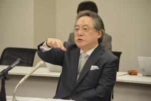 小林節・慶應義塾大学名誉教授。維新の党独自案の公開ヒアリングで。(7月2日、撮影/横田一)
