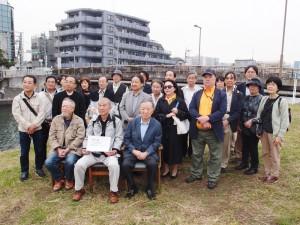 講演会に先立ち東京・羽田の弁天橋で献花が行なわれた。(写真/赤岩友香)