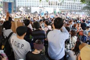 10月18日、渋谷駅ハチ公前広場に集まった人々。(写真/林克明)