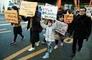 渋谷周辺をパレードする非正規滞在の子どもら。(撮影/斉藤円華)