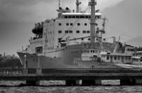 朝鮮・元山(ウォンサン)港に係留されたままの「万景峰92号」。(2012年9月、撮影/伊藤孝司)