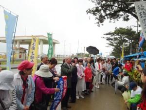 4月4日、辺野古ゲート前で座り込み行動に参加する議員たち。(提供/仲村未央)