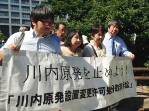 8月10日、福岡地裁に入る原告弁護団ら。(撮影/伊田浩之)
