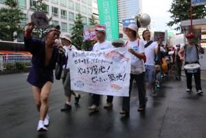 豊洲移転に反対し築地市場再整備を訴えるデモ。8月20日、東京・新宿区。(撮影/永尾俊彦)