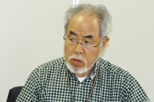 """「日本人には、沖縄や北海道を""""外""""とみなす意識があるのではないでしょうか」と話す差間正樹さん。10月21日、札幌市内で。(撮影/平田剛士)"""
