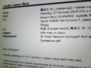 厚労省とWHOが接種推進に向けやりとりしたメール。(撮影/太田美智子)