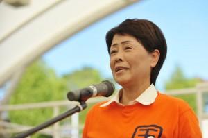「ここは安全です」と主催者代表の西本由美子理事長。今年も高校生を参加させた。(撮影/冨田きよむ)